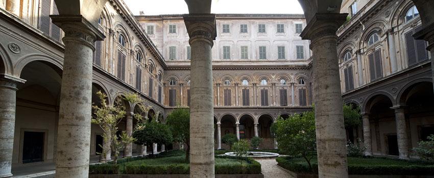 /palazzo doria pamphilj galleria museo roma cortile